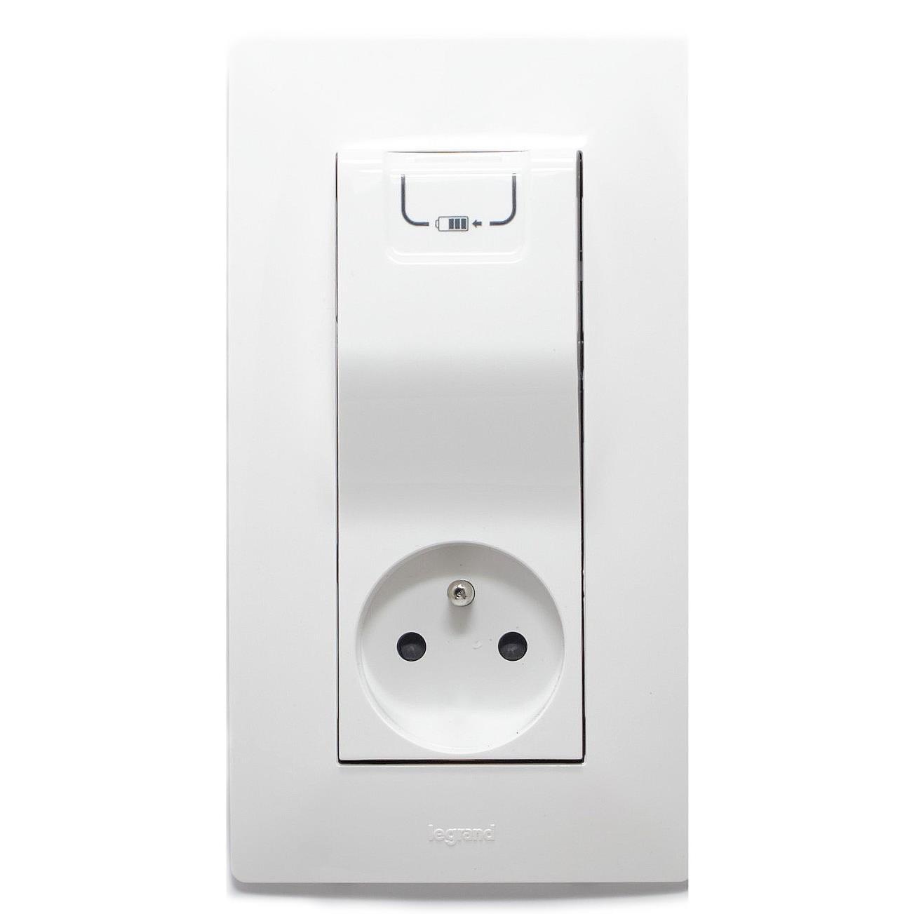 Legrand Niloe Gniazdo 2P+Z 16A + ładowarka USB 1000mA biały 764528